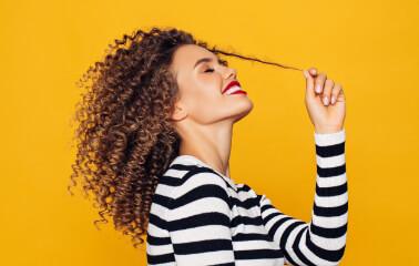 Kıvırcık Saçlılar için Bakım Sırları