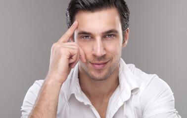 Erkekler için Islak Görünümlü Saç Stilleri