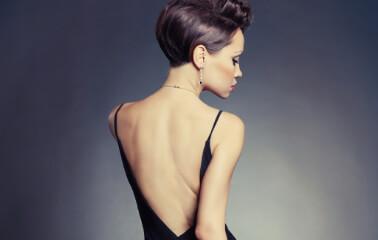Sırt Dekolteli Elbiselere Uygun Saç Modelleri