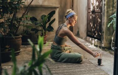 Yeni Başlayanlar için Evde Meditasyon: Nedir, Nasıl Yapılır?