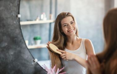 Saçı Taramak Onu Daha Parlak Yapar mı?