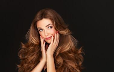 Saç Neden Yağlanır? Saçlarınızın Hızlı Yağlanmasını Önleyin